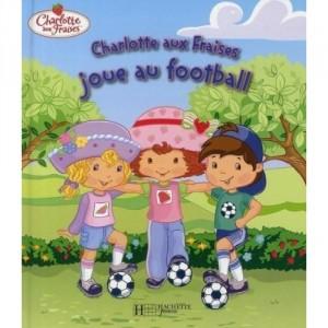 Charlotte aux Fraises joue au football